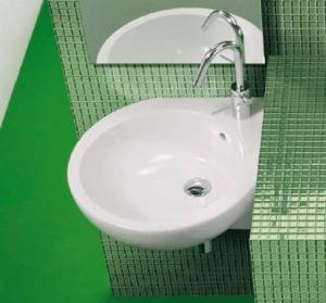 Подвесной умывальник для ванной