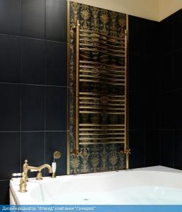 Современный полотенцесушитель, прекрасно вписался в интерьер ванной